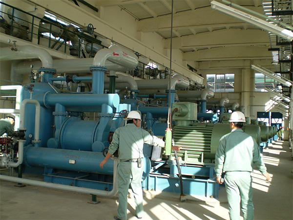 Vacuum compressor system used in chemical industry